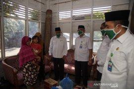 Dhuafa dan anak yatim terima daging 'meugang' jatah ASN Kemenag Aceh