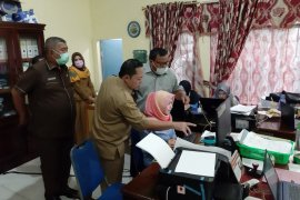 Wali Kota Sibolga cek kesiapan penyaluran bantuan pandemi COVID-19