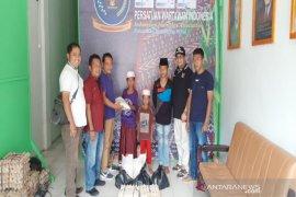 PWI Madina salurkan bantuan sembako untuk anak yatim