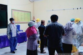 Wabup Gorontalo Utara kawal pemakaman PDP COVID-19