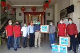 Yayasan Makmur dan PSMTI berikan bantuan APD pada RSU YARSI Pontianak