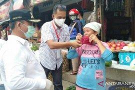Wakil Wali Kota Gunungsitoli bagikan masker kepada pedagang