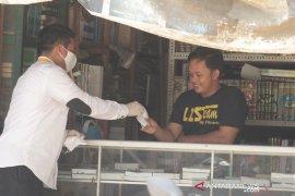 Peduli cegah COVID-19, DPD dan Aleg PKS HSS bagikan 3 ribu masker gratis