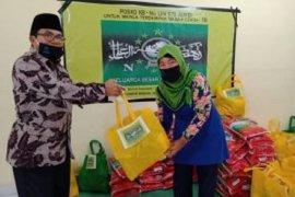 Keluarga Besar NU UIN-STS Jambi bagikan sembako bagi warga sekitar
