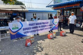 Pejabat eselon 3 dan 4 Pemerintah Aceh salurkan sembako