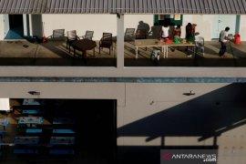 Warga Singapura memasak menu lebaran untuk migran karantina