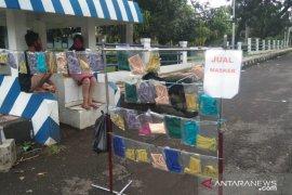 Pedagang masker dadakan di Cianjur raup keuntungan dari pengendara