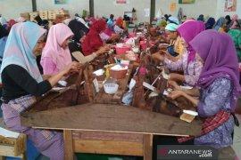 Sebanyak  17 buruh pabrik di Kudus kena PHK