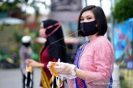 Foto - Peringati Hari Kartini, Polwan Gorontalo bagikan masker
