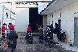Terduga teroris Jh ditangkap di kantor ekspedisi di Surabaya