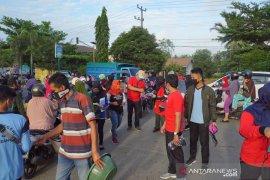 Guru dan siswa SMAN3 Kandangan bagikan masker gratis untuk masyarakat
