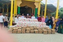 BKM Masjid Raya Stabat-Himdadi salurkan satu ton beras, masker dan telur