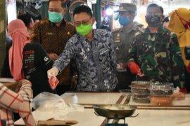 Pemkot Pontianak wajibkan pedagang dan pengunjung pasar tradisional pakai masker