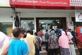 Gubernur Wahidin minta nasabah Bank Banten tidak panik