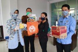 Perajin apresiasi bantuan paket sembako dari Dekranasda Kota Pontianak