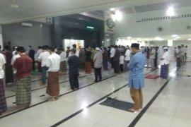 Masjid Agung Al A'raf Rangkasbitung terapkan Shalat Tarawih jaga jarak