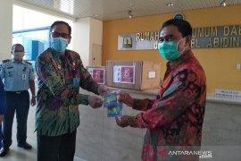 Kemenkumham Aceh APD COVID-19 kepada medis RSUDZA