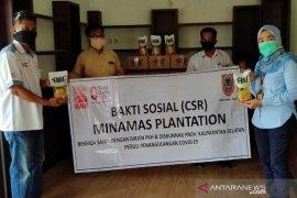 "Minamas Plantation menyerahkan 1.000 liter ""Alif"" kepada masyarakat"