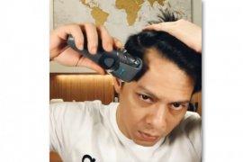 Ariel Noah tantang Sule dan Ari Lasso cukur rambut sendiri