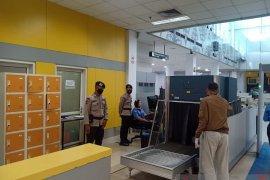 Brimob Polda Jambi back up pengamanan di Bandara Sultan Thaha