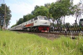 Daop Surabaya batalkan seluruh perjalanan kereta jarak menengah