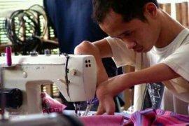 Dosen Untag bantu kembangkan UMKM kerajinan tangan penyandang disabilitas