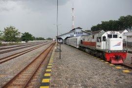 Daop 8 Surabaya perpendek relasi lima KA