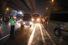 Untuk halau pemudik, dua lintasan Tol Jakarta-Cikampek disekat