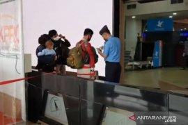 Calon penumpang berdatangan ke Bandara Halim