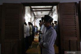 Semasa PSBB, tarawih berjamaah masih dilaksanakan di 290 masjid di Surabaya