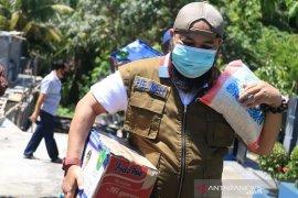 Lagi, Wali Kota Bengkulu antar sembako ke rumah warga