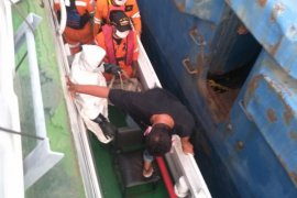 KMP Mutiara Sentosa III  mati mesin di laut, dijemput kapal Basarnas