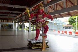 Bandara Ngurah Rai lengang