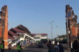 Pelabuhan Padangbai hanya izinkan akses transportasi warga ter-PHK