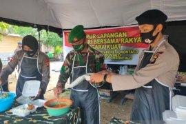 Korem 133 dan Polda Gorontalo bagikan makanan buka puasa