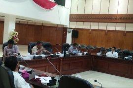 DPRD Maluku minta OJK data penyaluran bantuan APD dari lembaga jasa keuangan