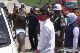 Gubernur Khofifah pantau arus mudik di jalur tol Ngawi