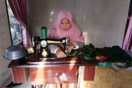 Perempuan desa gambut Kalbar produksi 10 ribu masker kain cegah COVID-19