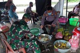 Dapur umum salurkan 250 bungkus nasi untuk warga di Bangka Barat