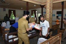 Pemkab Trenggalek salurkan  bantuan sembako warga terdampak COVIS-19