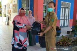 SMPN 3 Tenggarong Bagikan Siswanya Paket Sembako