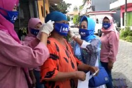 Sejumlah warga Surabaya enggan pakai masker karena susah bernafas