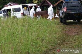Personel Polres Kutai Barat tangani pemakaman PDP COVID-19 meninggal