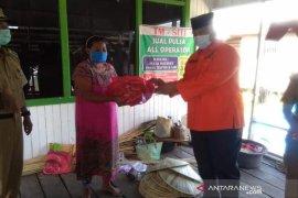 Bupati Edi Damansyah Salurkan Bantuan Warga Kecamatan Kenohan Terdampak COVID-19