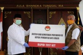 """Menhan serahkan 5.000 """"rapid test kit"""" untuk Kota Bekasi"""