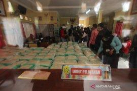 Kota Banjarmasin bagikan ribuan paket sembako dan uang tunai