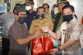 Pemkot Banjarmasin salurkan paket sembako dan uang tunai ke masyarakat