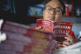 Penerbitan Buku Bertahan di Wuhan
