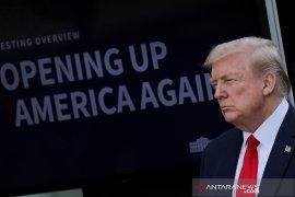 Trump pertimbangkan tes corona penerbangan internasional