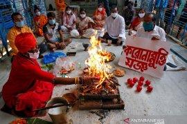 India bakal buka kembali kuil, tetapi tanpa percikan air suci